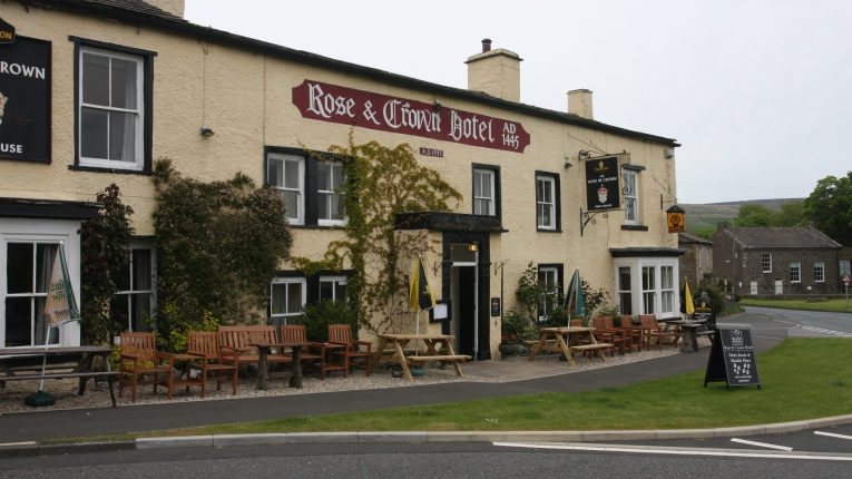 Rose and crown hotel bainbridge the pride of for Best restaurants with rooms yorkshire dales