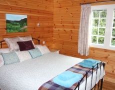Hawthornes Bed & Breakfast, Log Cabins & CL Touring Site